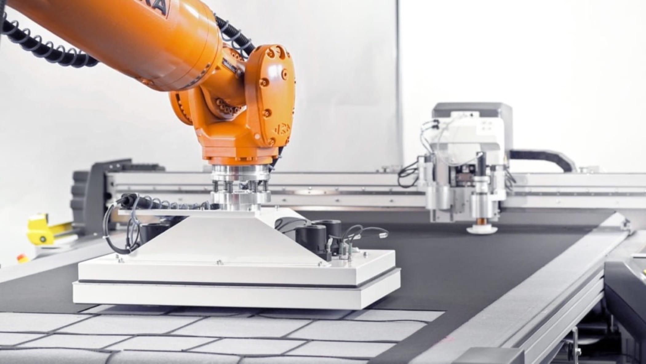 Roboter und Greifersystem